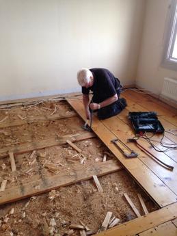 Planka för planka tas loss.
