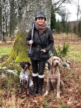 """Tina Ekström med sina enormt duktiga hundar -Krigarprinsessan Keehla och trotjänaren Wici """"The Man"""""""