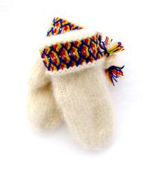 Handstickade, varma och slitstarka vantar av lovikkagarn. 100 % ull.