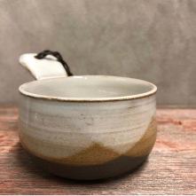 Handgjord keramikkåsa inspirerad av fjällvärlden.