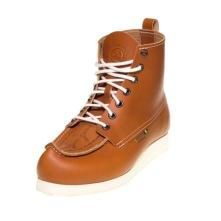 Näbbsko i modern design av naturgaravat läder och vit vibram morflex-sula.