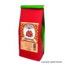 """Svart te med smak av hjortron. Hjortron, det orangea bäret, som också kallas """"skogens guld"""" handplockas på de Norrbottniska myrarna under sensommaren.   Ingredienser: Svart te, torkade hjortron, arom.  Storlek: 100 gram."""